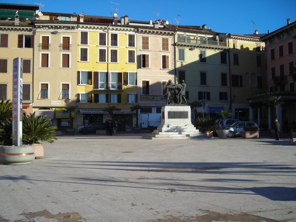 Piazza a Salò
